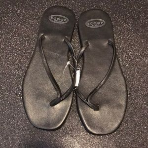 Scoop NYC black leather flip flop